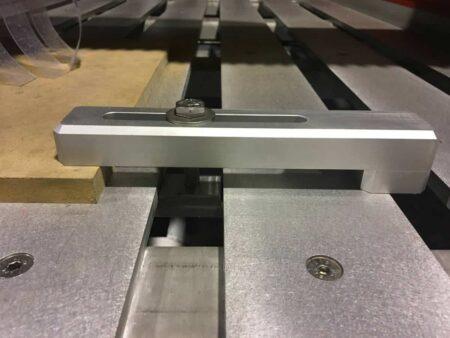 Staffa di bloccaggio per CNC